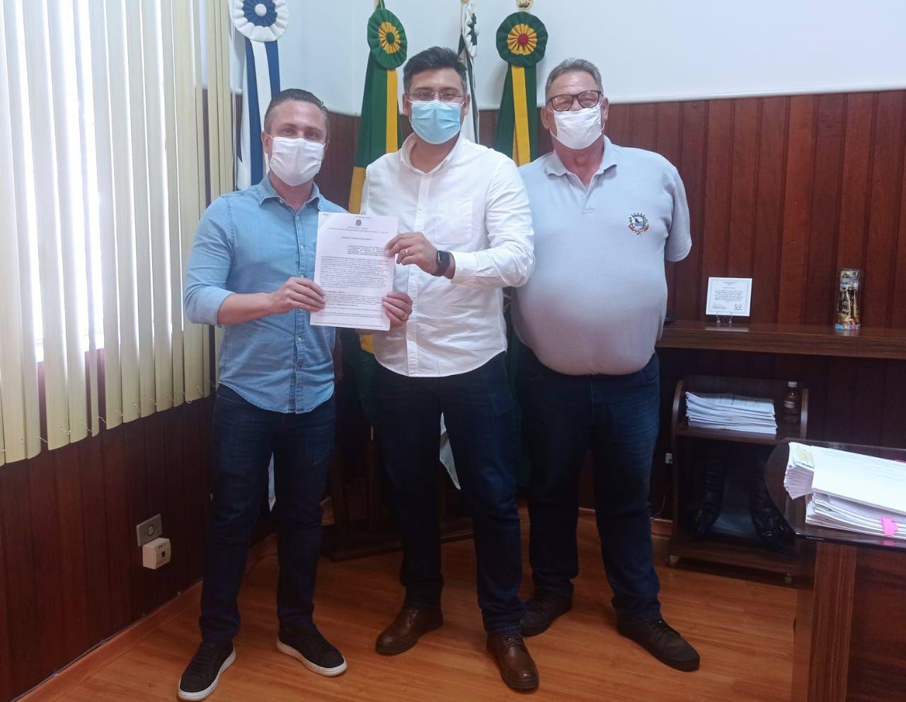Prefeitura de Jacarezinho assina convênio do Casa Fácil