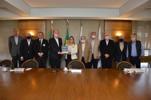 Curitiba - Candidata à prefeitura de Curitiba pelo partido Avante Paraná, Marisa Lobo conhece a Agenda Parlamentar
