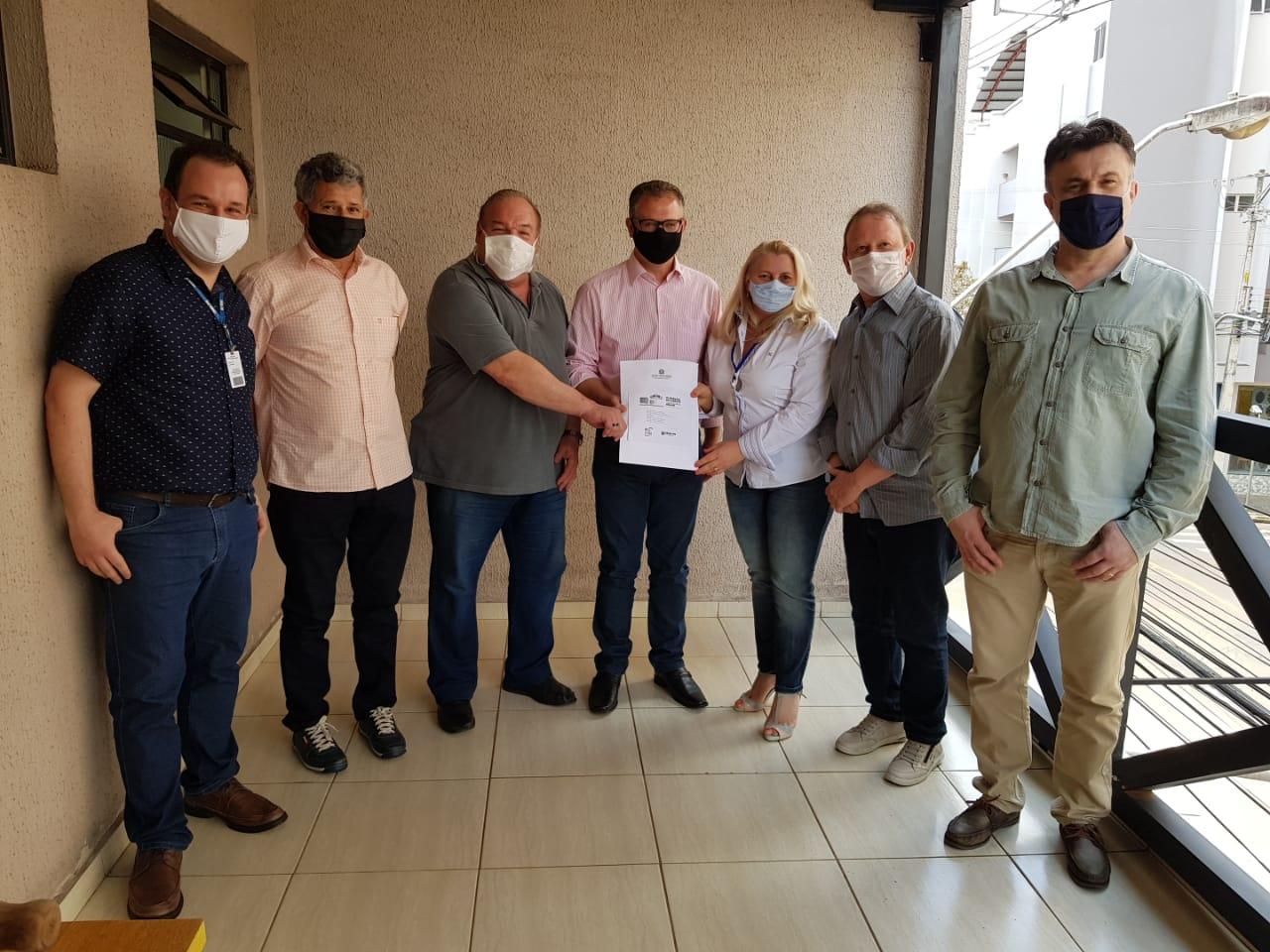 Pato Branco - Crea-PR e entidades de classe entregam materiais com sugestões para os candidatos a prefeito