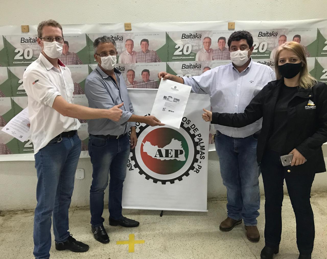 Pato Branco - Em Palmas, todos os candidatos a prefeito recebem os materiais da Agenda Parlamentar