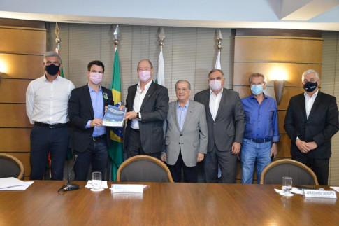 Regional Curitiba - Candidato a vice-prefeito de Curitiba recebe apresentação da Agenda Parlamentar