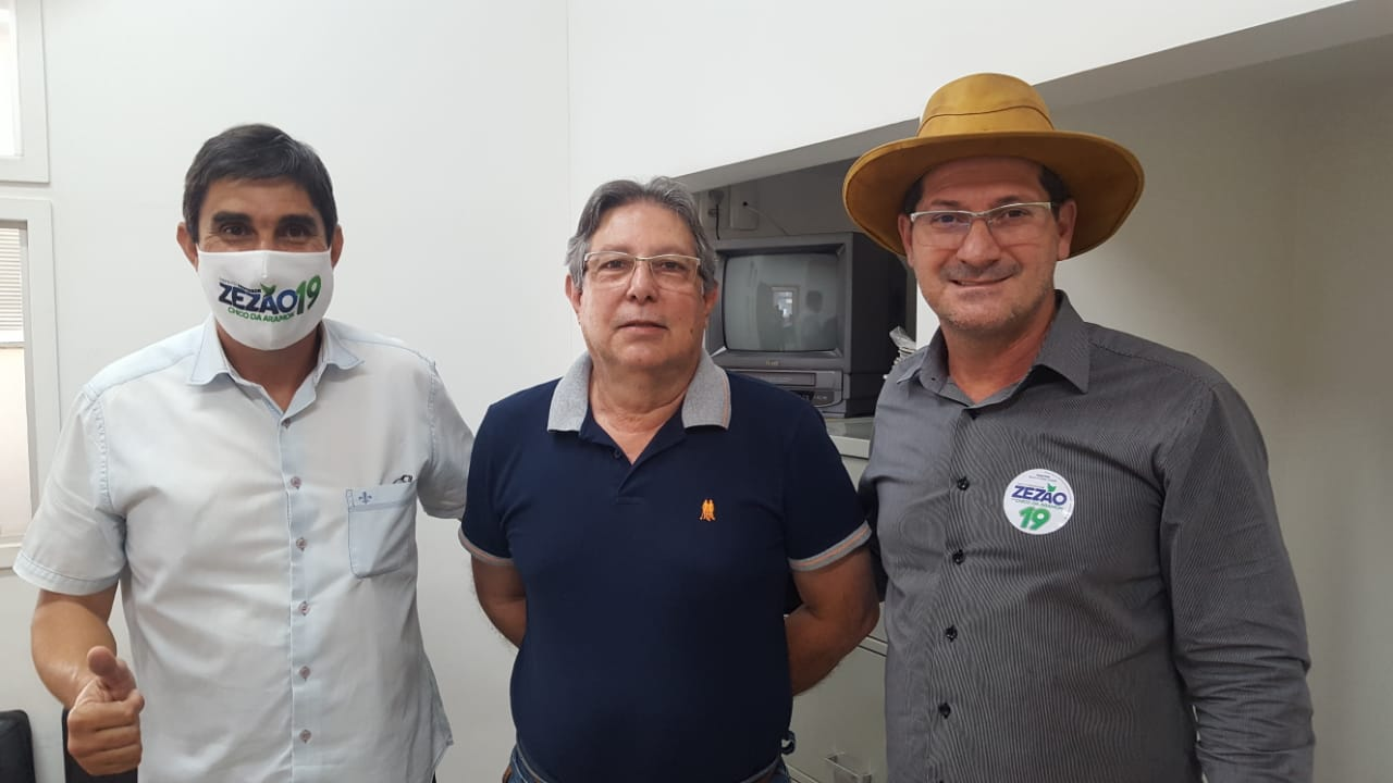 Regional Londrina - Conselheiro do Crea-PR entrega Agenda Parlamentar para prefeito eleito de Santo Antônio da Platina